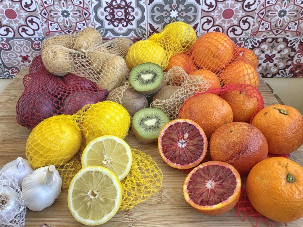 frutta varia in rete cellulosa
